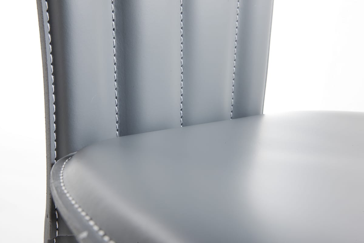 Fiore, Chair upholstered in leather, with classic lines, for restaurants and hotels