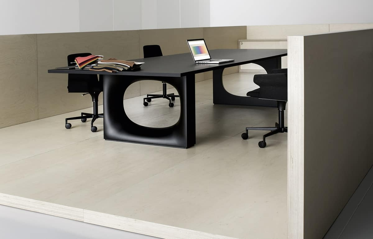 Holo Meeting, Large table in Fenix, anti reflection and soft to the touch