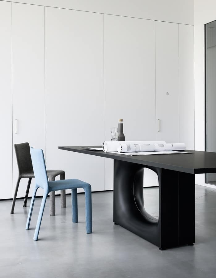 Holo, Design table with metal base with oval hole