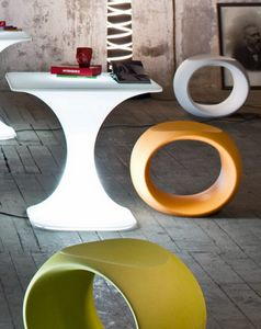 Cero, Low stools in polyethylene, in various colors