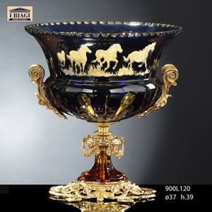 800Lxxx, Cups, fruit bowls and vases with decorative horses