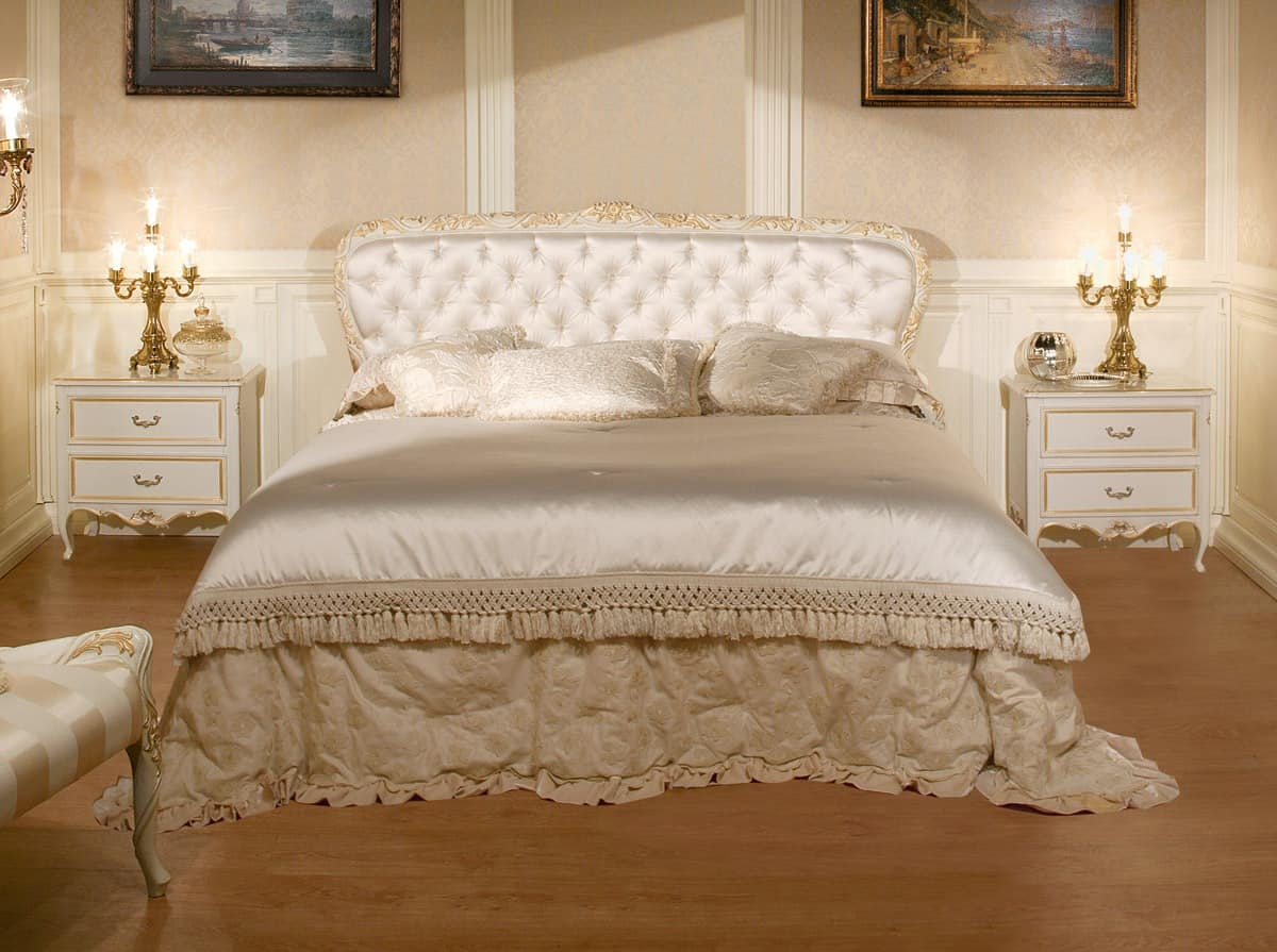 Art. 1070, Bed with quilted headboard, luxury classic style