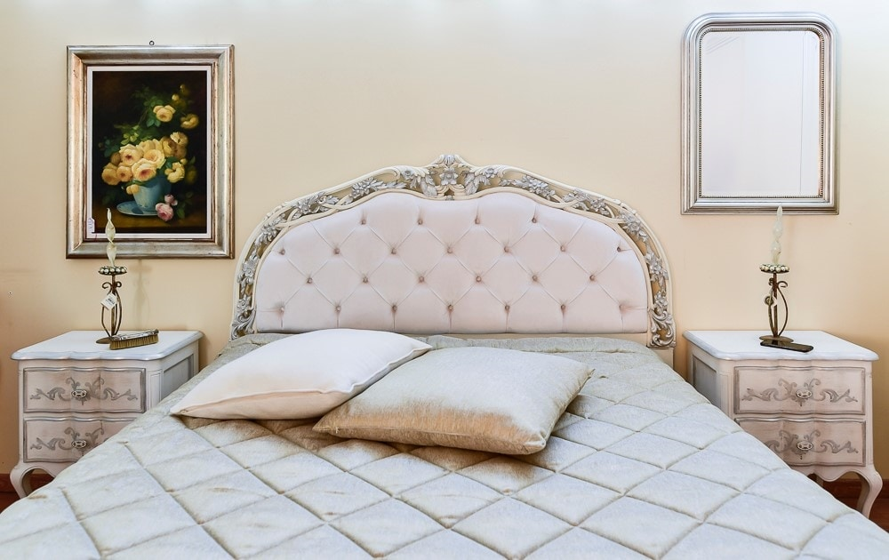 Art. 1627, Bed with perforated headboard
