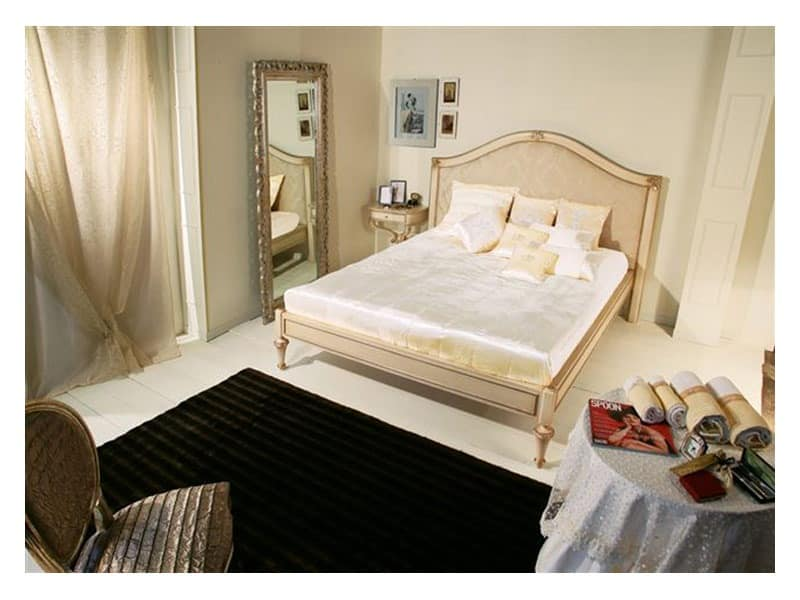 Art. 2010 Delyse, Wooden bed with decorated headboard, for classic bedroom