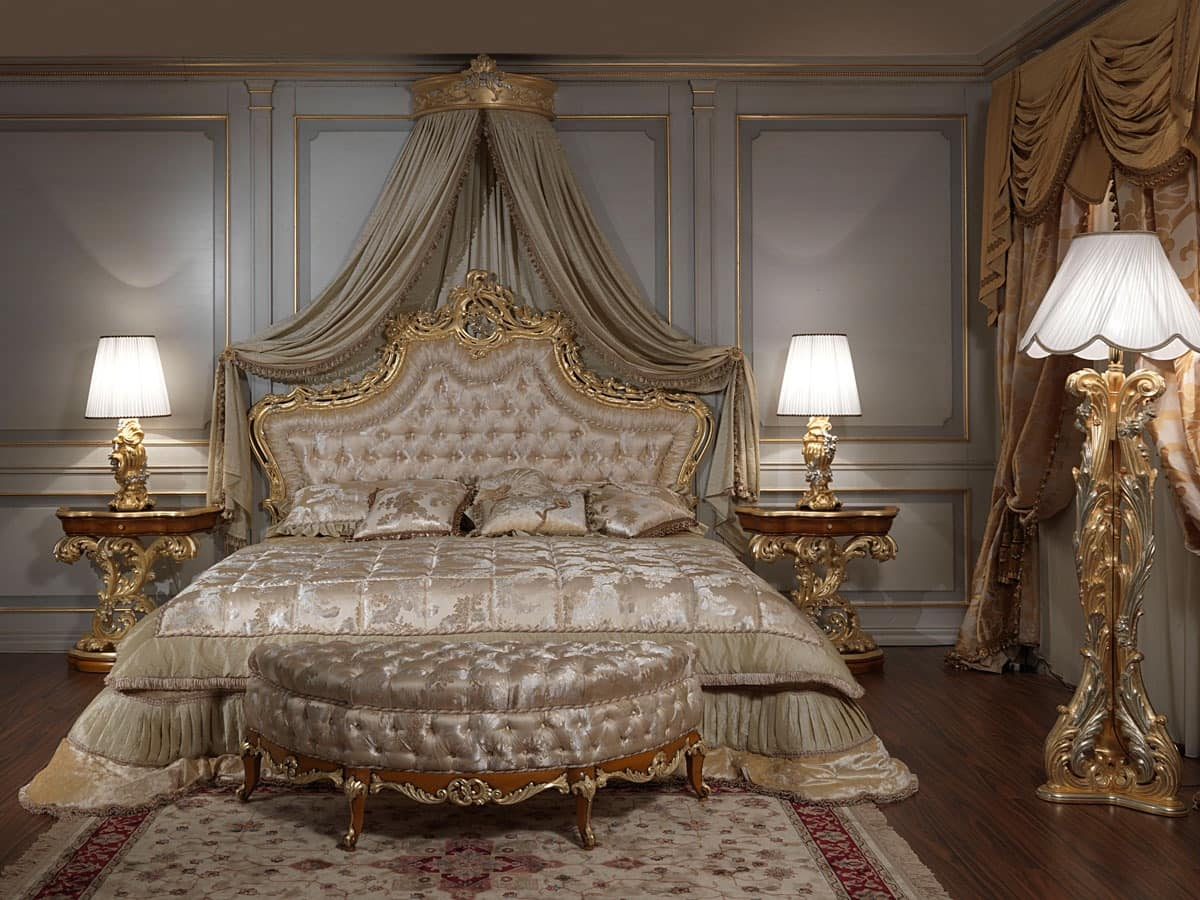 Art. 2012 Bedroom, Classic bed, headboard carved and gilded, capitonné padding