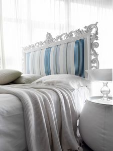 Art. 21002, Bed with handcarved wooden headboard