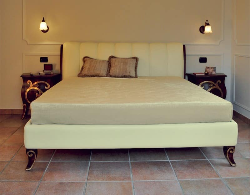 Art. 2300 Karina, Bed with walnut finish and gold leaf, leather covering