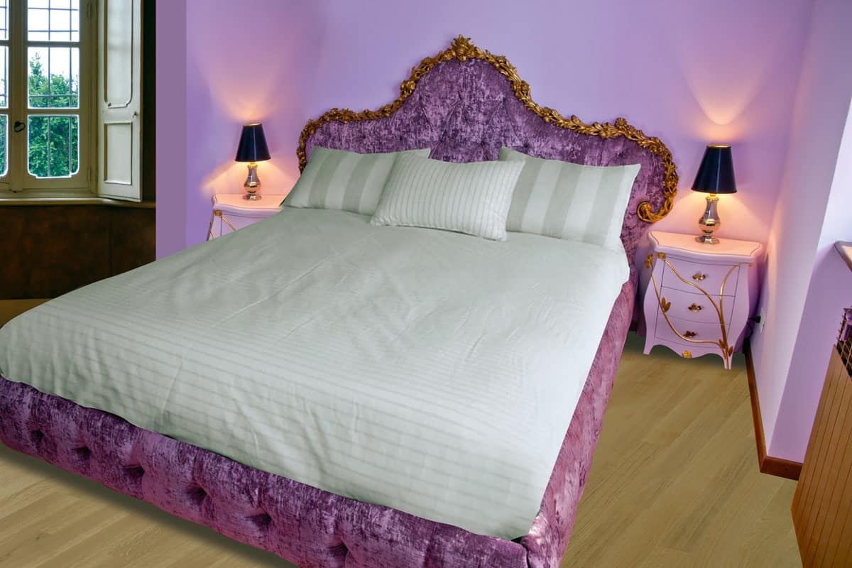 Bed Grace B, Bed with headboard, footboard and headboard in quilted velvet