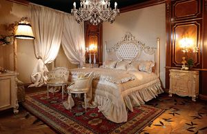 Art. 490, Gorgeous bed with carved columns