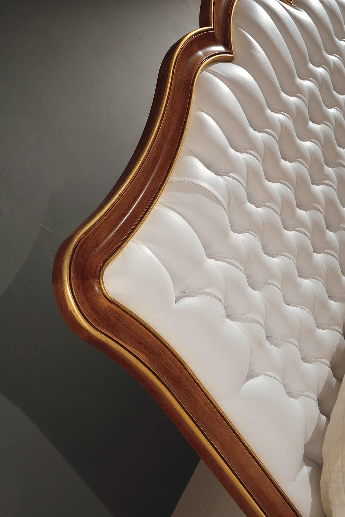 Art. 800, Bed with tufted headboard, in wood with inlays