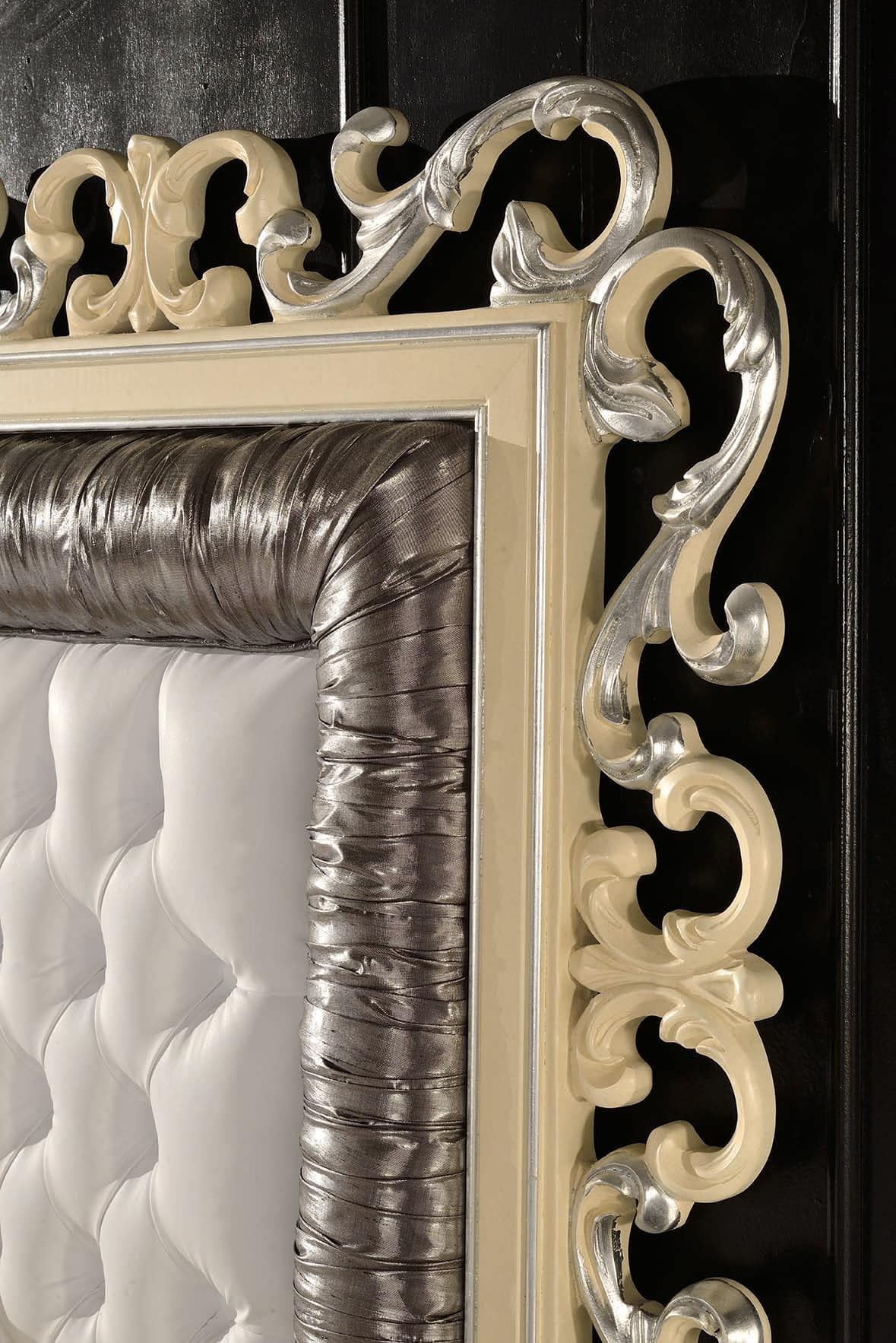 Art. 804, Bed with headboard carved and quilted, in classic style