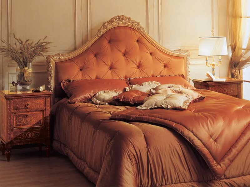 Art. 986 '700 Italiano Maggiolini, Baroque bed, headboard tufted, hand carved decoration