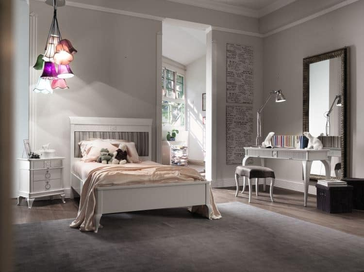 Art. CA724, Classical carved bed, with upholstered headboard