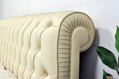 Chesterfield bed, The bed with capitonné headboard par excellence