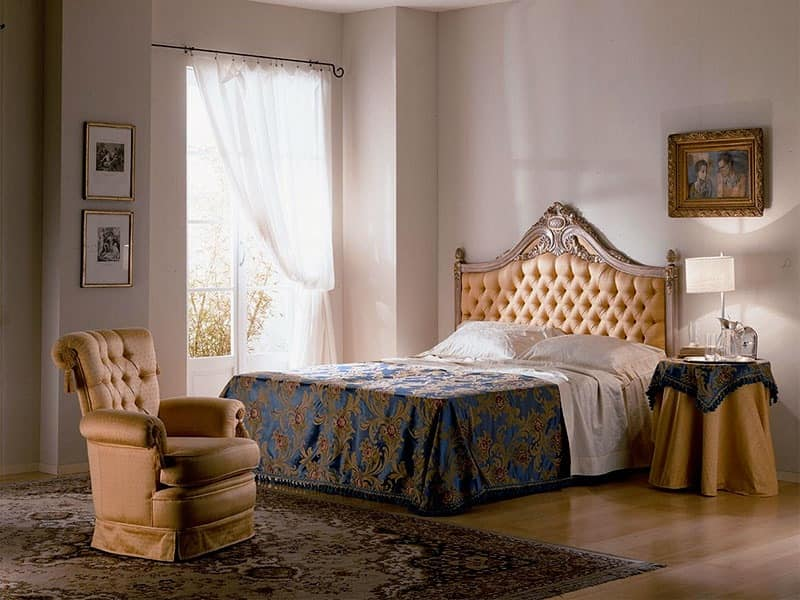 Cimabue bed, Carved bed, quilted, gold leaf, for classic bedrooms