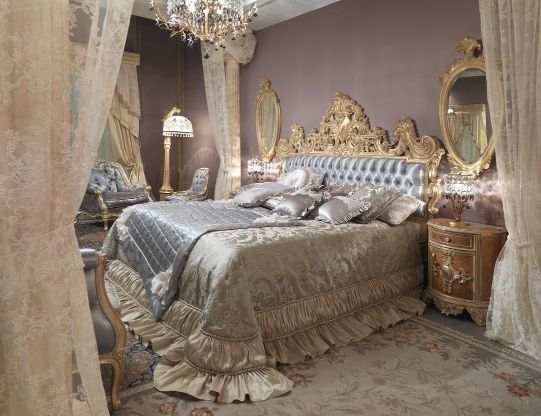 Diadema bed, Bed with a gorgeous carved headboard