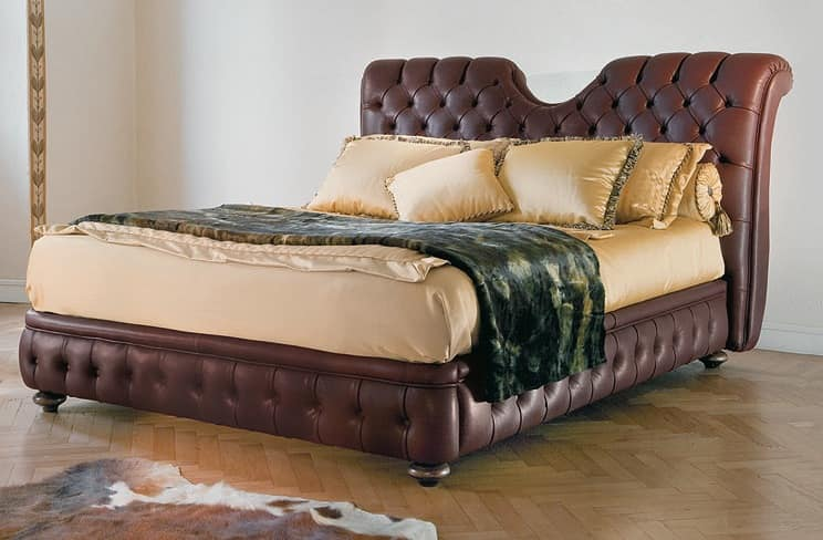 Eleanor, Classic bed with headboard and bedframe padded quilted