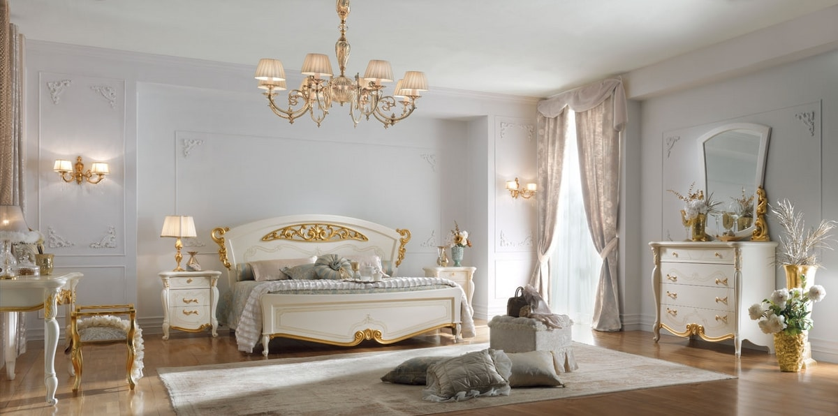 Fenice Art. 1301 - 1303, Classic bed with gold decorations