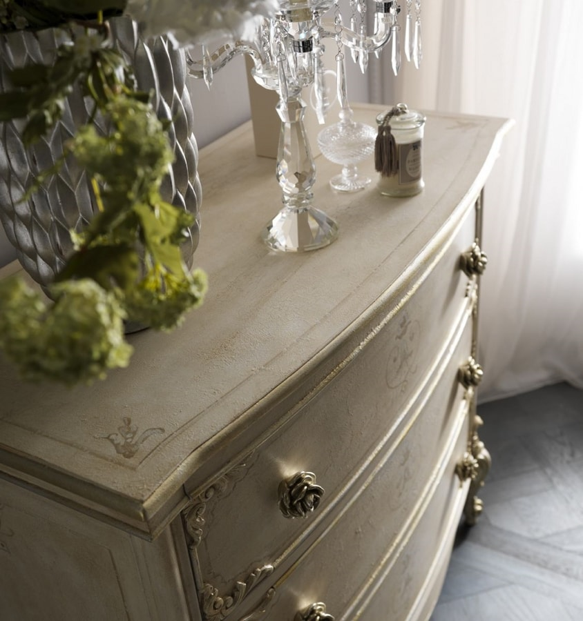 Fru-Fru, Classic bedroom with handcrafted decorations