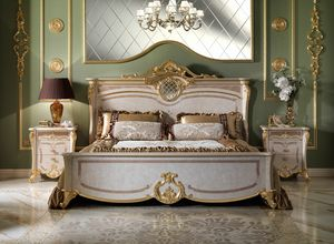 Isabelle bed, Luxurious bed with carvings