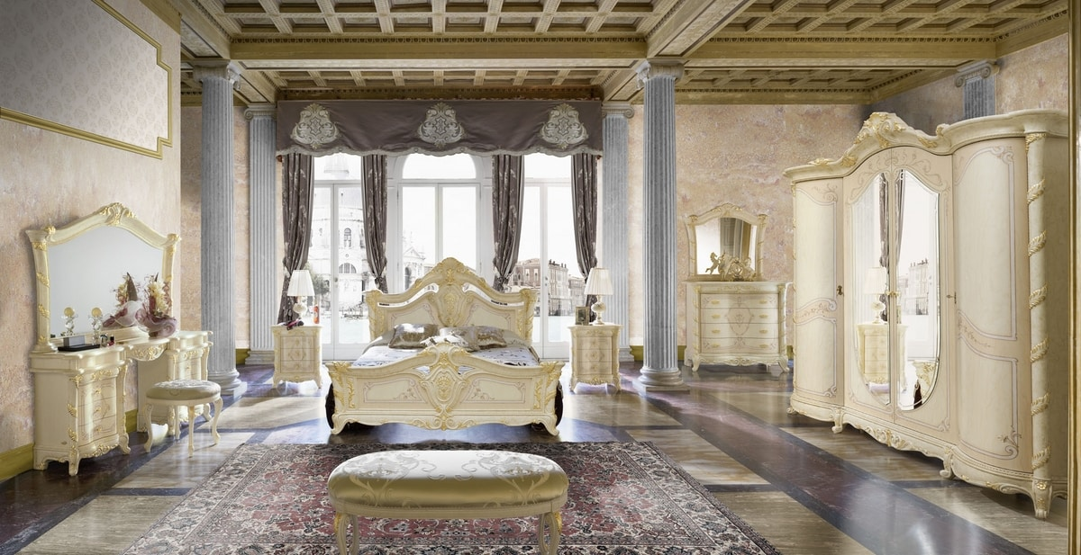 Madame Royale bed, Gorgeous carved bed