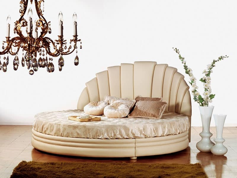Miro Tondo, Bed in painted wood Classic style bedrooms