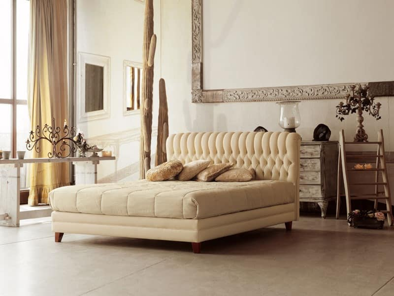 Pandora, Classic wooden bed with tufted headboard