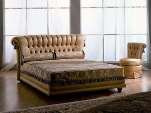 Tiziano bed, Wooden bed, classic, quilted, for rooms of hotels