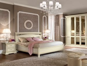 Treviso bed, Bed with carvings and handcrafted decorations