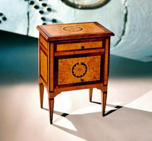 Art. 200 Rosone, Bedside table with inlaid rose window