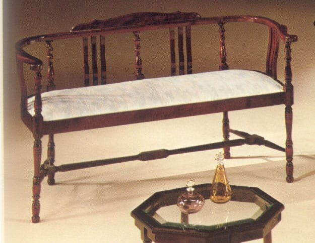 2250 bench, Classic bench in Empire style
