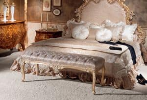 Art. 595, Padded bench made of carved wood, classic style