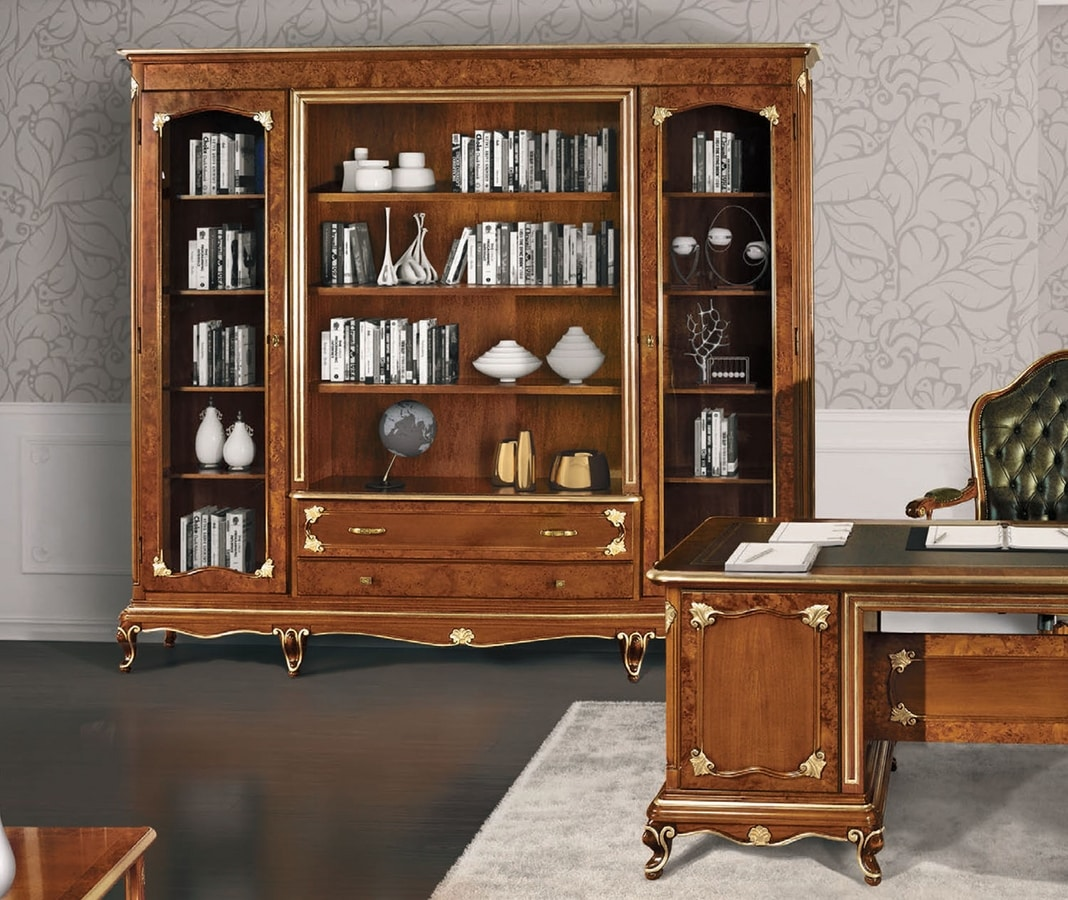 Art. 3000, Bookcase with briar decorations