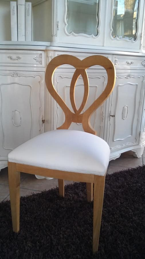 8238 SEDIA, Wooden chair with a heart-shaped backrest