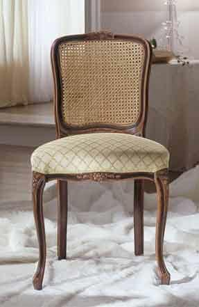 M 607, Upholstered classic chair, hand carved