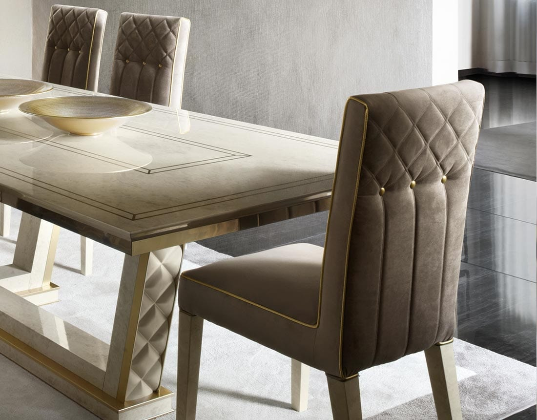 SIPARIO chair, Classic velvet chair with golden buttons