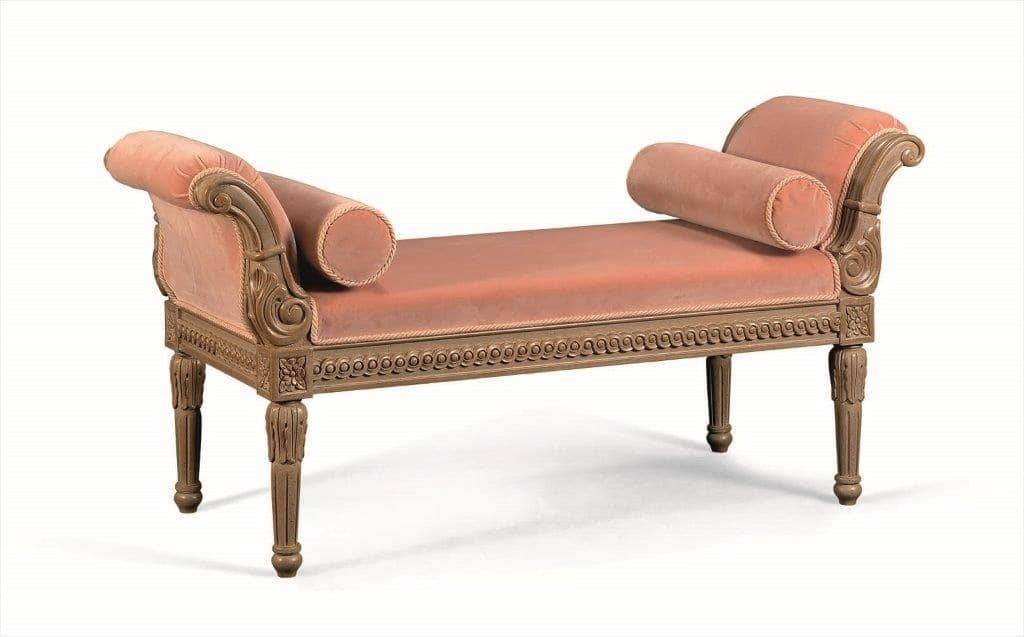 Art. 774, Classic chaise longue in solid wood carved