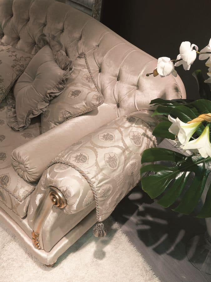 Etoile dormeuse, Buttoned daybed ideal for luxury hotels