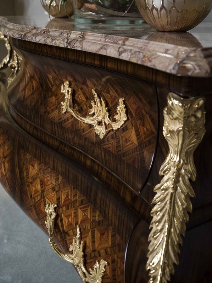 5836, Dutch style classic chest of drawers