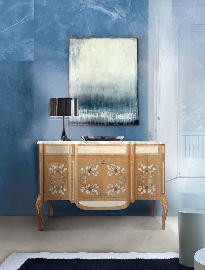 Art. 117, Classic chest of drawers with mother-of-pearl inlays