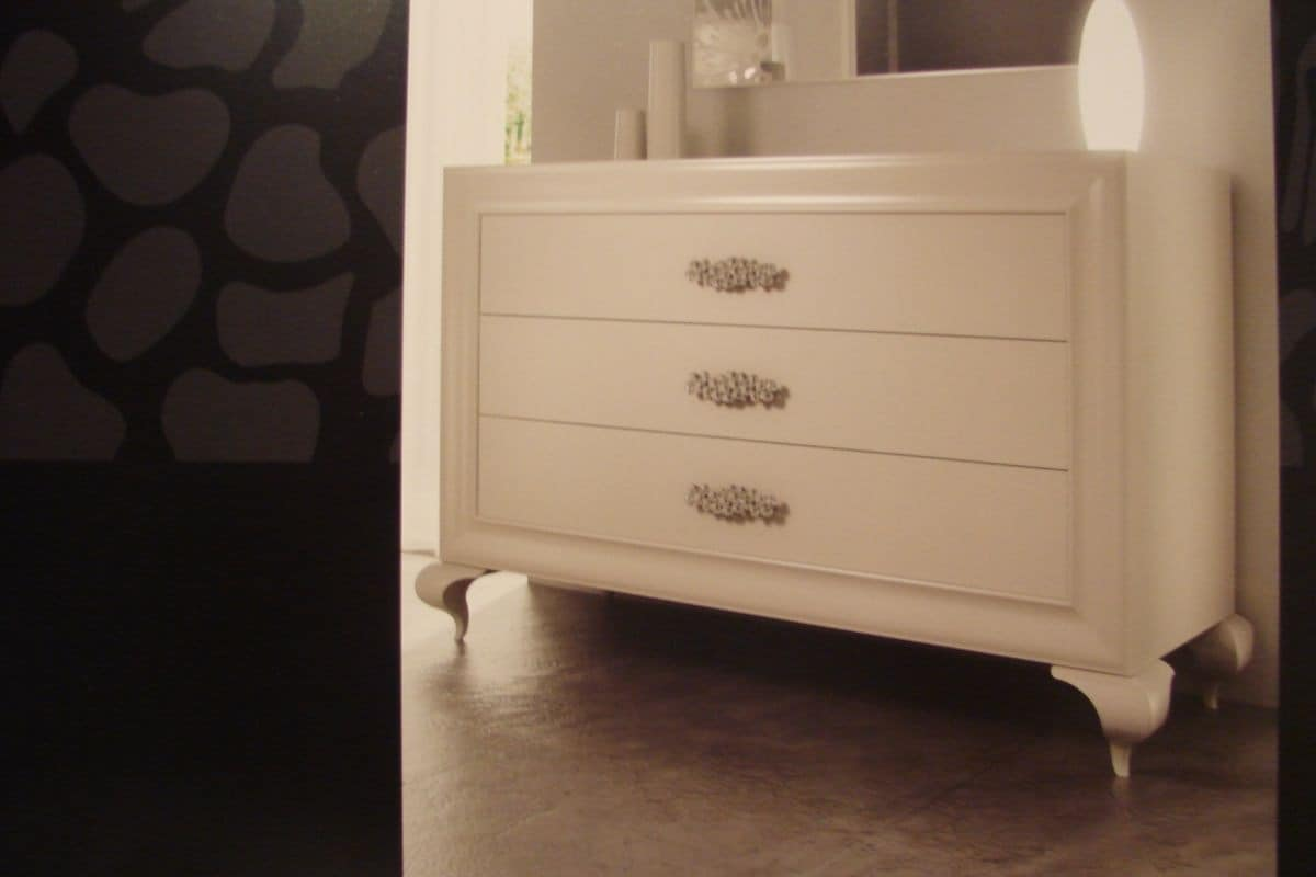 Art. 778, White lacquered chest of drawers suited for lusury bedrooms