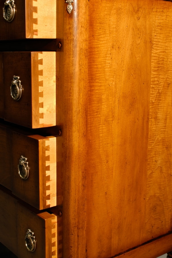 Cotignac VS.1043, Chest of drawers in walnut with three drawers, for bedroom