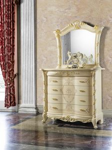 Madame Royale chest of drawers, Finely decorated chest of drawers