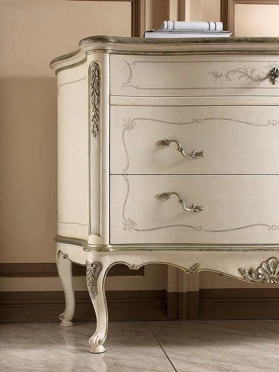 P 702 L, Lacquered chest of drawers, style 700, silver leaf decorations