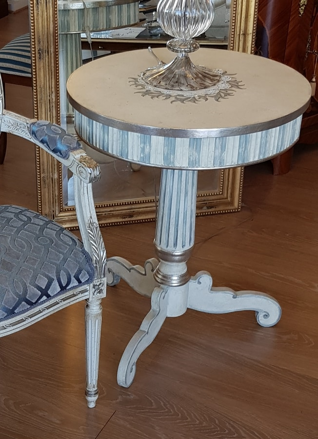 Art. 088, Side table with three feet, in classic style