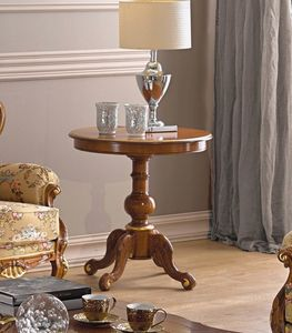 Chippendale side table, Round wooden side table