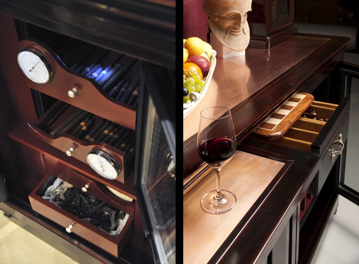 Elodie BR.0010.CU, Wine bar mobile with refrigerator for bottles and cigar humidor, central compartment to hold glasses, metal shelf with two small windows, back covered in leather with pockets