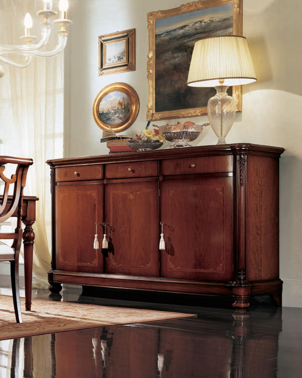 Gardenia sideboard, Sideboard with curved side doors, in classic style