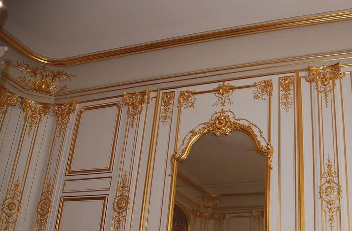 Boiserie Luigi XIV, Louis XIV wood paneling, with gold leaf carvings