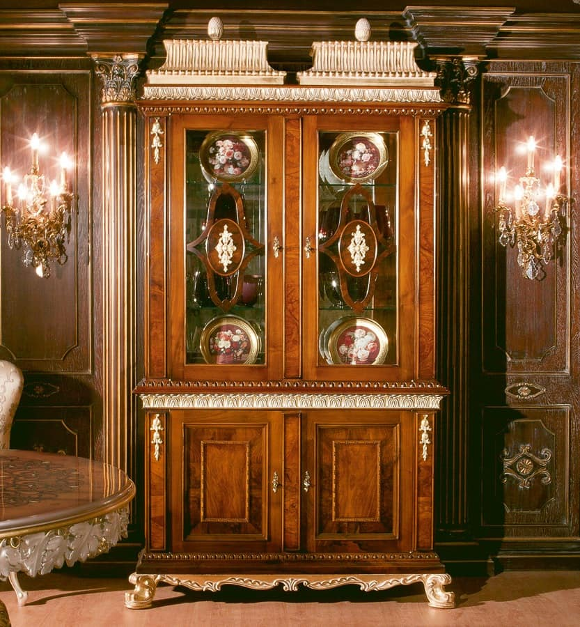 Art. 1057, Showcase in walnut with 2 glass doors, 700-800 style